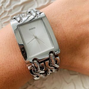 NWT GUESS LADIES SILVER-TONE ANALOG WATCH